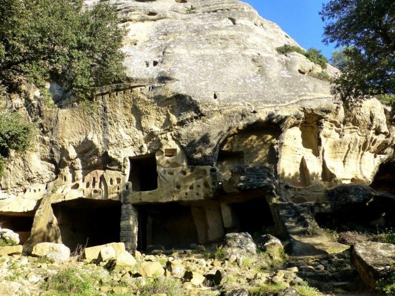 Les grottes de Calès, Lamanon
