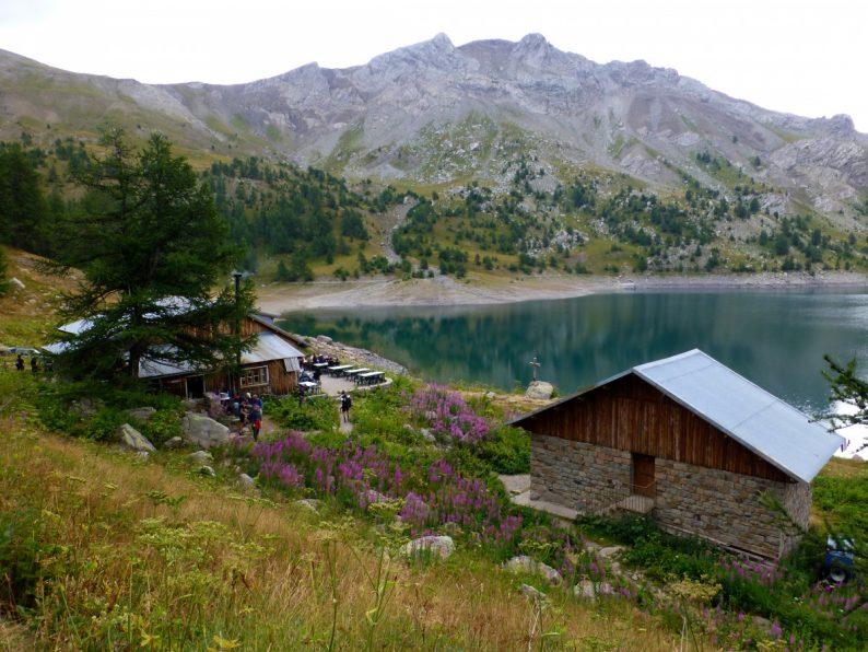 Le lac d'Allos et son refuge, parc National du Mercantour