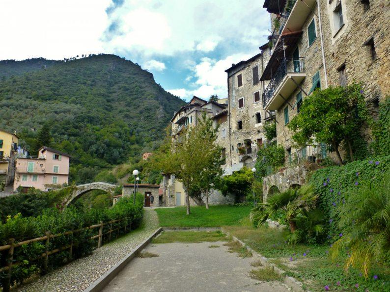 Le village de Rocchetta Nervina, Italie