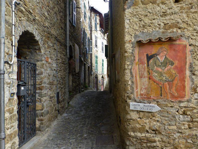 Le village d'Apricale, Italie