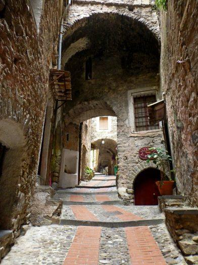 Ruelle de Dolceacqua, Italie